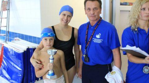 Поздравляем победителей и призеров районных соревнований семейных команд по плаванию
