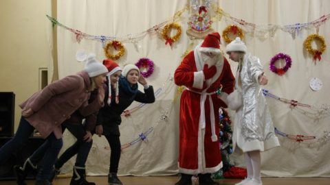 Новогодний праздник начальной школы (24.12.2015)