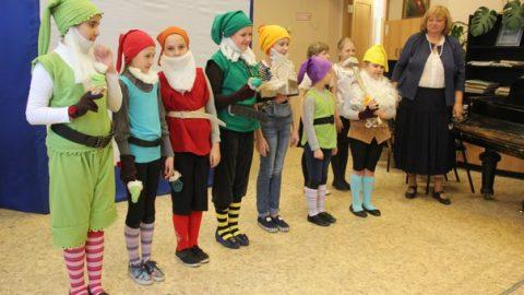 Театр кукол на английском языке «Белоснежка и Семь гномов»
