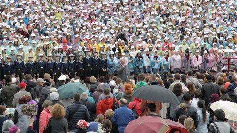 Выступление хора на Дворцовой площади