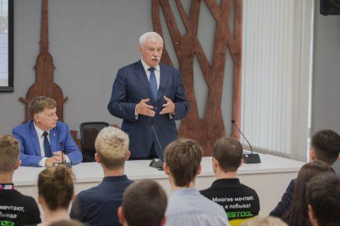 Губернатор поздравил молодых профессионалов с победами в национальном чемпионате
