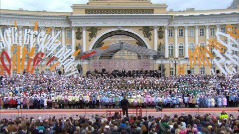 Сводный хор выступил на Дворцовой площади, в котором приняла участие хоровая студия нашей школы