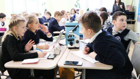 В рамках Декады естественных наук учащиеся 5 класса отправились в Путешествие в Микромир
