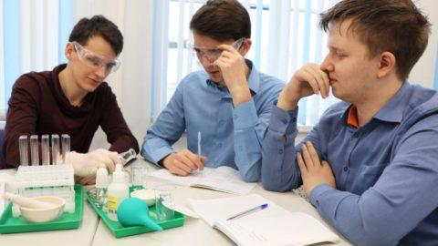 11 класс приняли участие в практикуме по теме «Факторы, влияющие на скорость химических реакций»