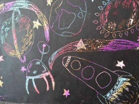 Выставка рисунков ко Дню космонавтики